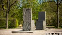 Weimar Ansicht des Hafis Denkmal am Beethovenplatz nahe dem Ilmpark