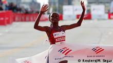 Athletics - Chicago Marathon - Chicago, Illinois, United States - October 13, 2019 Kenya's Brigid Kosgei wins the women's marathon setting a new world record REUTERS/Mike Segar TPX IMAGES OF THE DAY