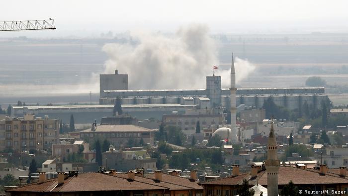 Beschuss der syrischen Grenzstadt Ras al-Ain (Foto: Reuters/M. Sezer)