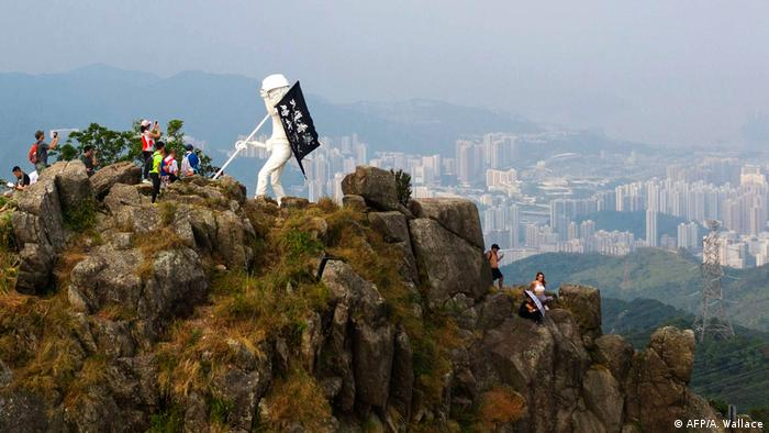 Hongkong Lady Liberty Statue Lion Rock