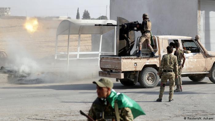 Подконтрольные Турции сирийские повстанцы в городе Телль-Абьяд на севере Сирии, 13 октября
