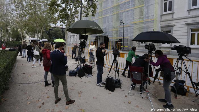 Media outside the Supreme Court (picture-alliance/dpa/AP/P. White)