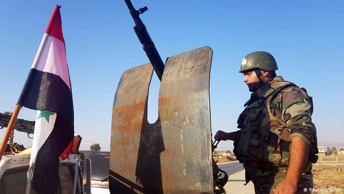 سربازان سوریه برای مقابله با ترکیه در مرزهای شمالی موضع گرفتهاند
