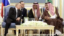 14.10.2019, Saudi-Arabien, Riad: RIYADH, SAUDI ARABIA - OCTOBER 14, 2019: Russia's President Vladimir Putin (L) and King Salman bin Abdulaziz Al Saud of Saudi Arabia during a meeting at the Royal Palace. Mikhail Metzel/TASS Foto: Mikhail Metzel/TASS/dpa |