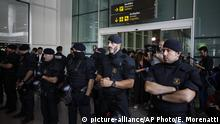14.10.2019 *** Police officers stand by a doorway as protestors try to block access to El Prat airport in Barcelona, Spain, Monday, Oct. 14, 2019. Spain's Supreme Court on Monday convicted 12 former Catalan politicians and activists for their roles in a secession bid in 2017, a ruling that immediately inflamed independence supporters in the wealthy northeastern region. (AP Photo/Emilio Morenatti) |