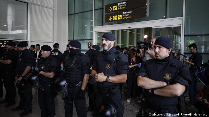 Spanien Barcelona | Protest gegen Verurteilung von Politikern | El Prat-Flughafen, Polizei