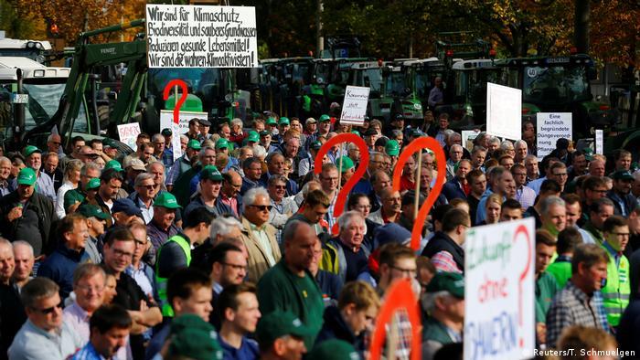 Farmers protesting in Bonn