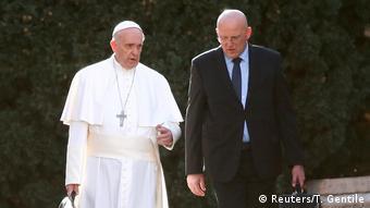 Vatikan Papst Franziskus und Domenico Giani