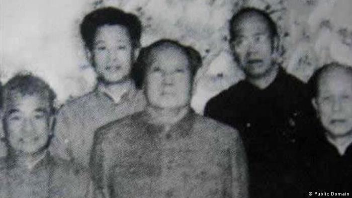Zhao Ziyang und Mao Zedong in Wuhan, 1966 (Public Domain)
