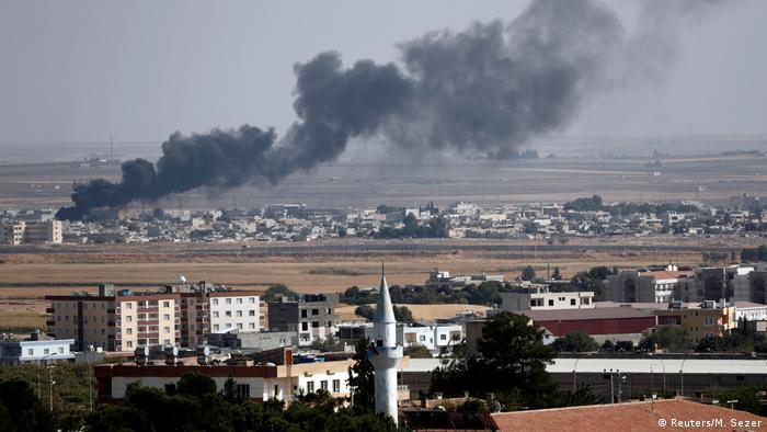 Türkei/Syrien: Ceylanpinar - Rauch über syrische Stadt Ras al-Ain (Reuters/M. Sezer)