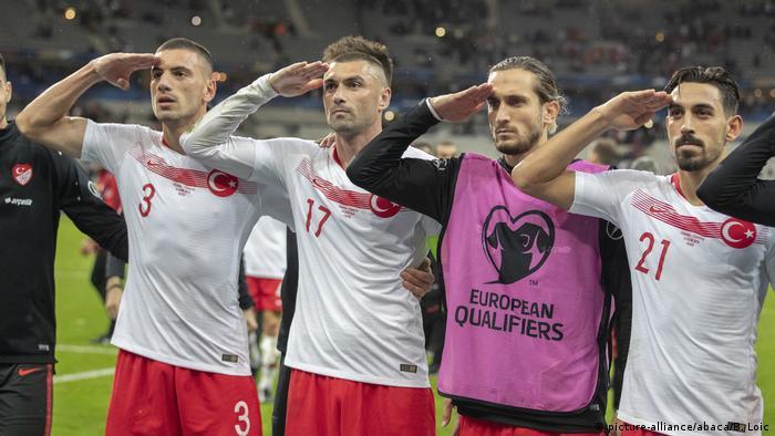 Euro 2020 Qualifikation | Frankreich vs Türkei: Türkische Spieler salutieren