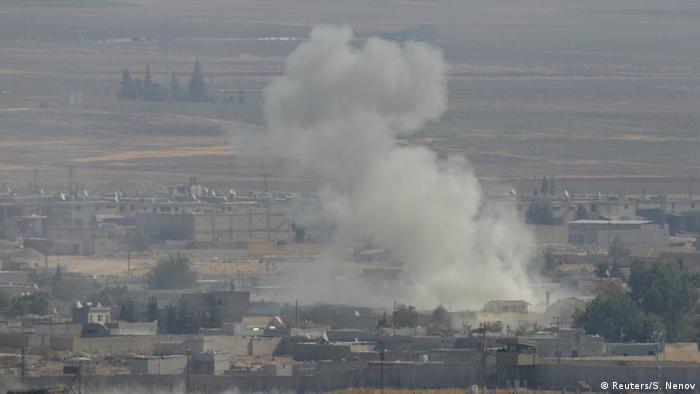 Türkei/Syrien: Ceylanpinar - Rauch über syrische Stadt Ras al-Ain (Reuters/S. Nenov)