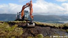 Staff from Highland Conservation reprofiling peat hags. Peatland restoration at Beinn Dhuand Mid Hill at Luss Estates, Loch Lomond National Park. ©Lorne Gill/SNH