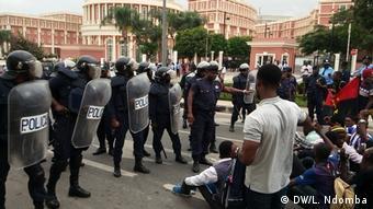 Protest in Luanda (DW/L. Ndomba)