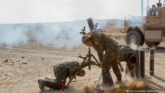 Syrien Deir ez-Zor SDF Soldaten im Kampf gegen IS