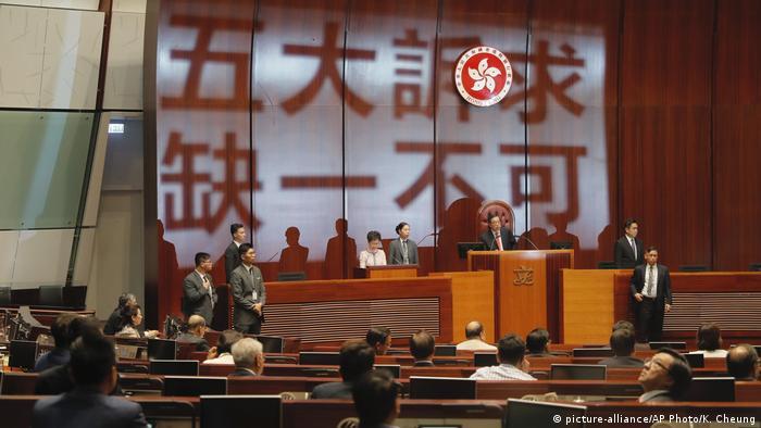 Carrie Lam Hongkong Proteste im Parlament