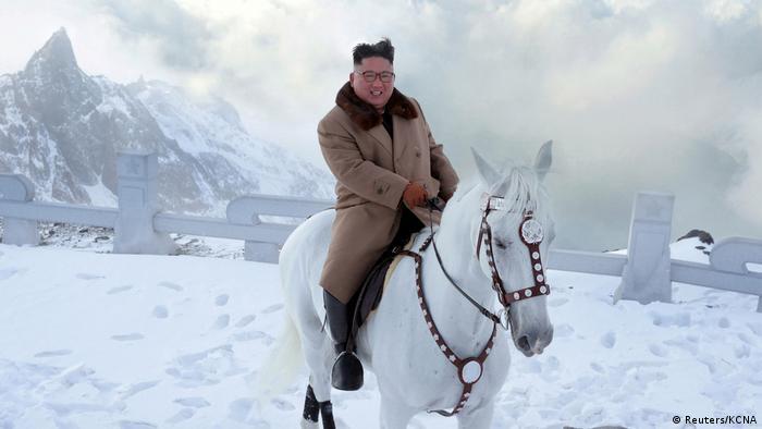 Nordkorea Kim Jong Un auf einem Schimmel