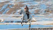 Machthaber von Nordkorea reitet auf dem Berg Paektusan