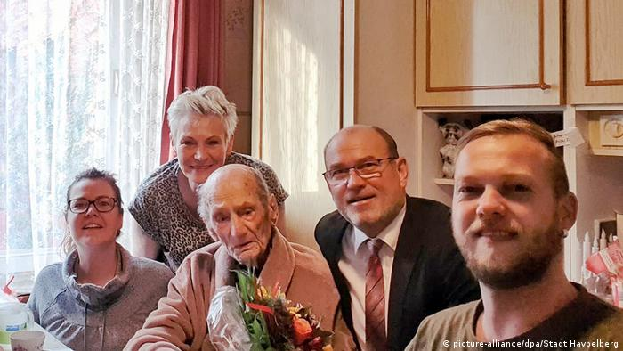 Gustav Gerner surrounded by close family members at home