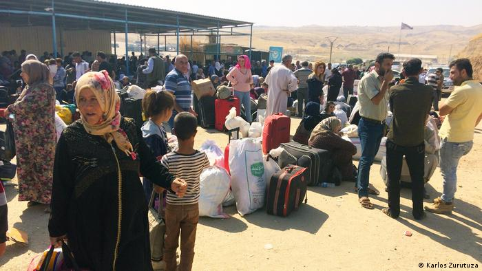 Syrian-Kurdish families at the border crossing in Semalka, Syria