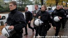 A police escort for Bern Lucke (picture-alliance/dpa/M. Scholz)