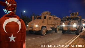 Граждане Турции приветствуют отправляющиеся в Сирию войска