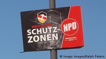 Ζώνες προστασίας προπαγανδίζει σε αυτό το πλακάτ το NPD