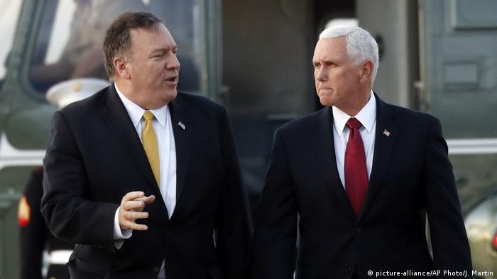 Mike Pence und Mike Pompeo (picture-alliance/AP Photo/J. Martin)