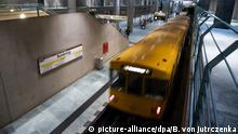 BdT - Testprojekt in Berlin zeigt volle U-Bahn-Waggons am Bahnsteig an