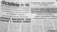 Historische Zeitungen, Rumänische Zeitungen zum Thema Fall der Berliner Mauer, Rumänische Zeitungen, die in den Tagen nach dem Fall der Berliner Mauer erschienen ****Bild samt Copyright und Nutzungsfreigabe (telefonisch) geliefert durch DW/Robert Schwartz!*****