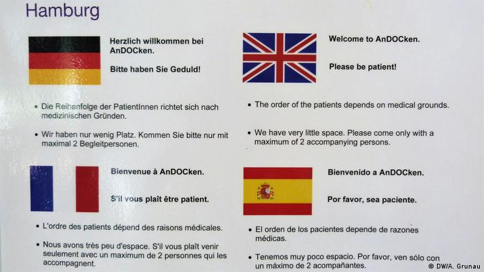 A sign from the Andocken clinic in Hamburg shows the languages spoken