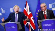 17.10.2019 European Commission President Jean-Claude Juncker and Britain's Prime Minister Boris Johnson attend a news conference after agreeing on the Brexit deal, at the sidelines of the European Union leaders summit, in Brussels, Belgium October 17, 2019. REUTERS/Francois Lenoir