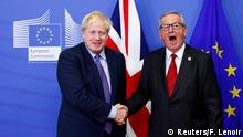 17.10.2019 European Commission President Jean-Claude Juncker and Britain's Prime Minister Boris Johnson shake hands during a news conference after agreeing on the Brexit deal, at the sidelines of the European Union leaders summit, in Brussels, Belgium October 17, 2019. REUTERS/Francois Lenoir