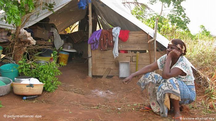 وقتی پیر انکورونزیزا رییس جمهور بوروندی در سال ۲۰۱۵ اعلام کرد که قصد دارد برای سومین بار نامزد انتخابات ریاست جمهوری شود، بوروندی بار دیگردستخوش بحران شد. اقتصاد کشور پیوسته از بی ثباتی و ناامنی سیاسی رنج میبرد و مردم از نقض حقوق بشر، همانند آدم ربایی و شکنجه توسط دستگاه امنیتی و همچنین جنبش جوانان حزب حاکم، به ستوه آمده بودند.