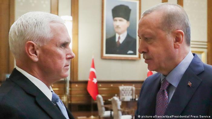 Türkei Ankara Treffen Präsident Recep Tayyip Erdogan mit US-Vizepräsident Mike Pence (picture-alliance/dpa/Presidential Press Service)