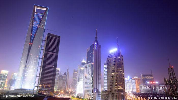 Shanghai World Financial Center China Schanghai bei Nacht Flash-Galerie (picture-alliance/ dpa)