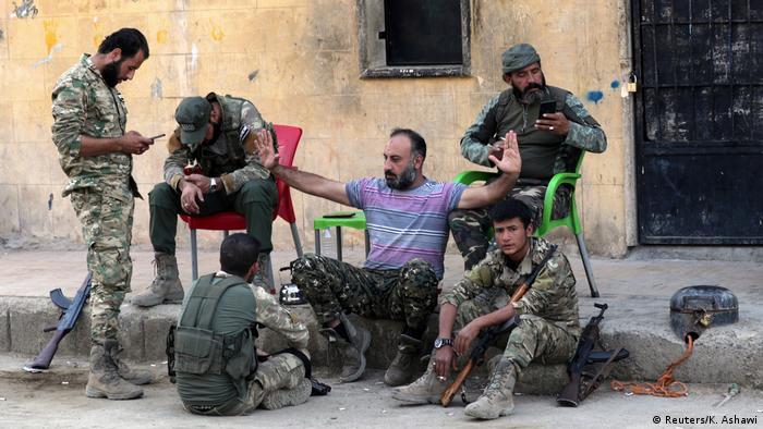 Syrien Tal Abyad FSA Milizen Feuerpause (Reuters/K. Ashawi)
