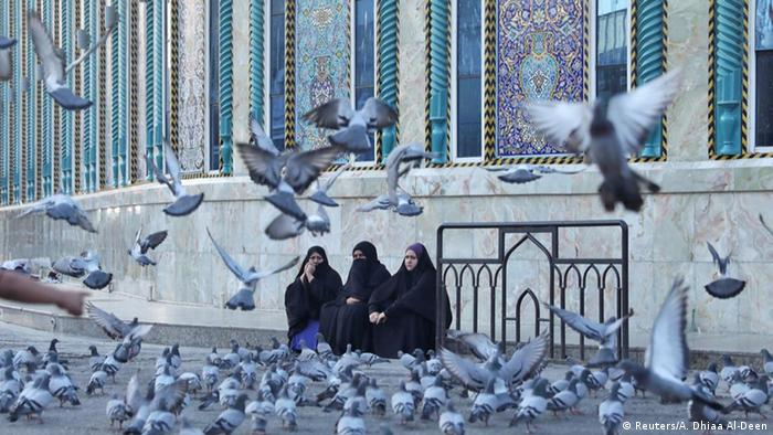 Irak Kerbala Imam Abbas Schrein Frauen (Reuters/A. Dhiaa Al-Deen)