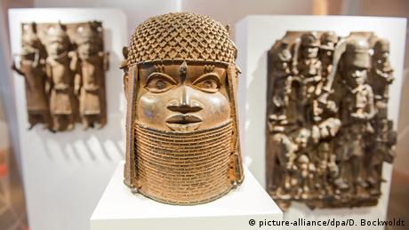 Drei Raubkunst-Bronzen aus dem Land Benin (picture-alliance/dpa/D. Bockwoldt)