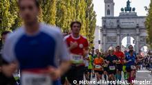 Deutschland Sport l München Marathon - gesperrte Leopoldstraß