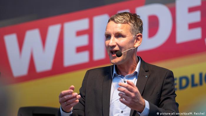 Populista de direita Björn Höcke fala em comício eleitoral