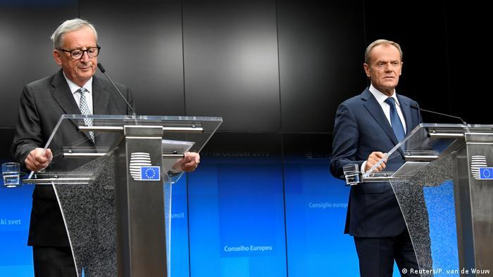 Jean-Claude Juncker (izqda.) y Donald Tusk durante el cierre de la cumbre de la UE, en Bruselas. (18.10.2019).