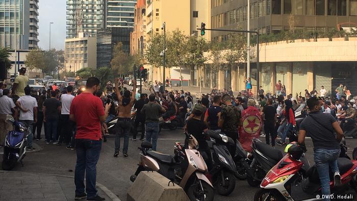Libanon Proteste gegen Steuererhöhung und Korruption in Beirut (DW/D. Hodali )