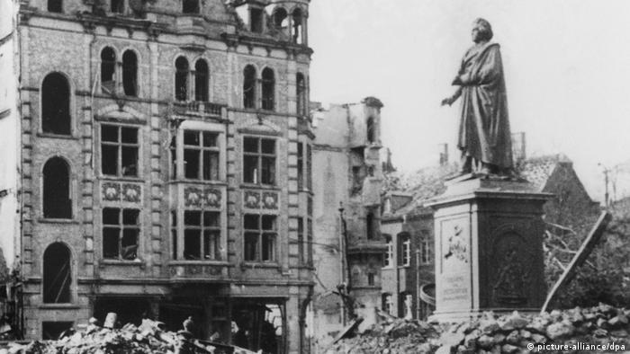 El centro de Bonn, destruido por las bombas.