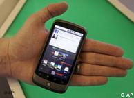 Nexus One dari Google yang baru diluncurkan di AS, Inggris, Hongkong dan Singapura.