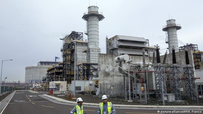 Panama, Colon: Einsatzbeginn des Flüssiggas-Hub-Terminals (picture-alliance/AP/A. Franco)