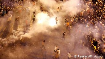 Συγκρούσεις διαδηλωτών με την αστυνομία κοντά στο πρωθυπουργικό μέγαρο στη Βυρητό