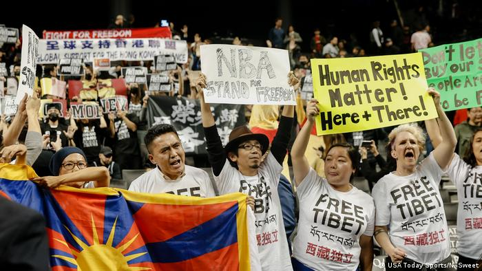 NBA Raptors vs Nets Protest Pro Hongkong Anti China