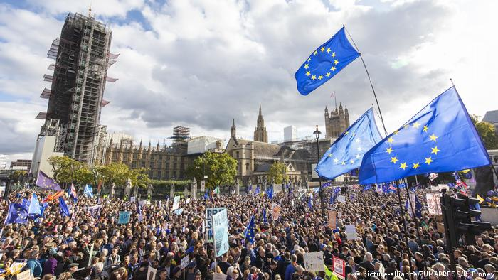Brexit: 'Final say' rally draws thousands to central London