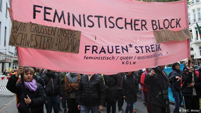 Members of the feminist group Women's Strike protest in Cologne (DW/C. Winter)